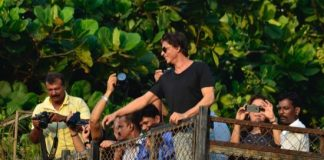 SRK celebrates his 49th birthday with fans –  Photos / Video
