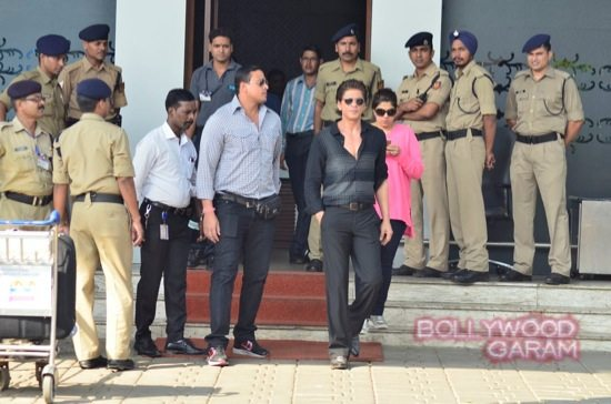 SRK at airport with HNY team-1