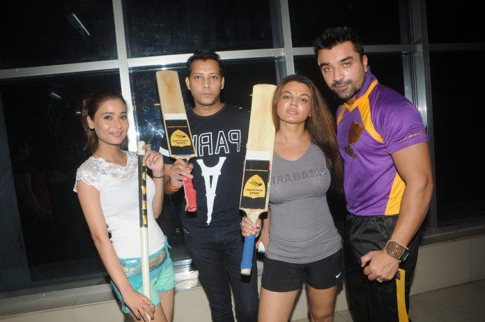 Sara Khan box cricket