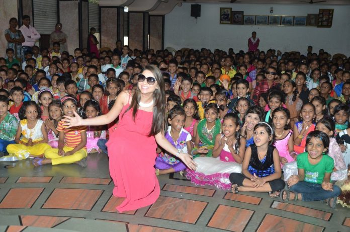 Sonali kulkarni children's Day