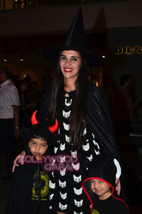Tara sharma and madhoo_Halloween night bash-2