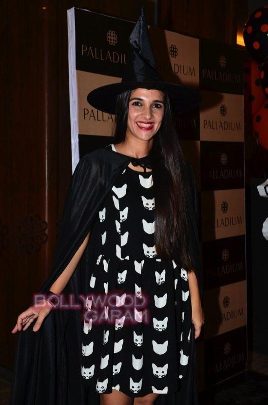 Tara sharma and madhoo_Palladium Halloween night bash-5