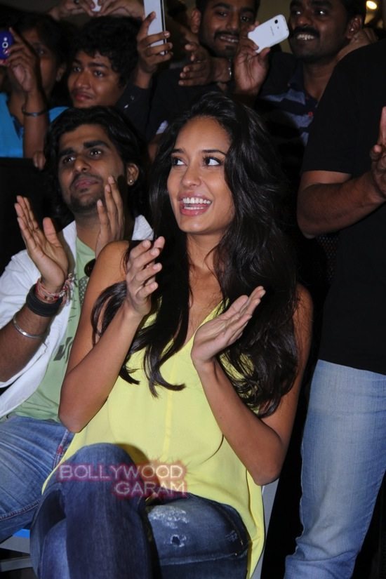 The shaukeens music_lisa haydon_Anupam kher-12