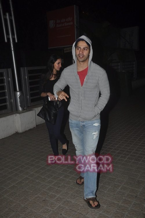 Varun Dhawan with friends_Juhu-1