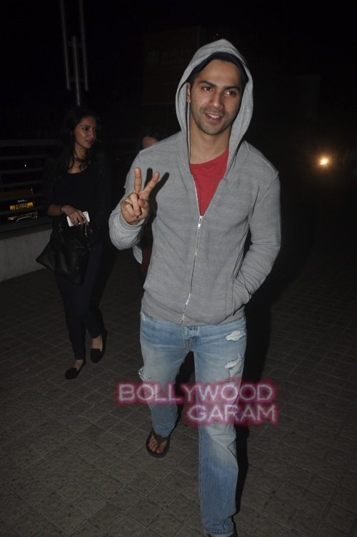 Varun Dhawan with friends_Juhu-2