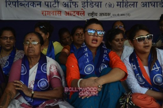 rakhi sawant and team_hunger strike-5