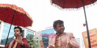 Rajpal Yadav and Satyajeet Dubey hit the streets to promote Baankey Ki Crazy Baraat