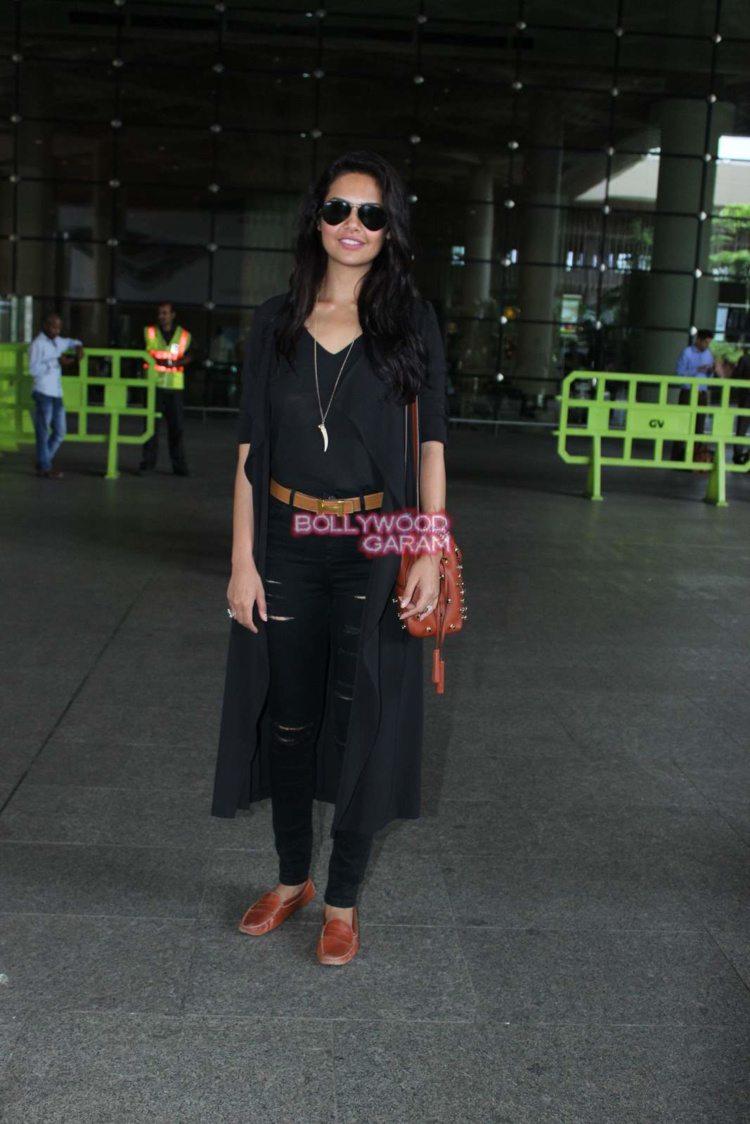 esha Gupta airport8