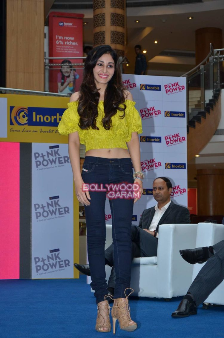 pooja chopra pink power2