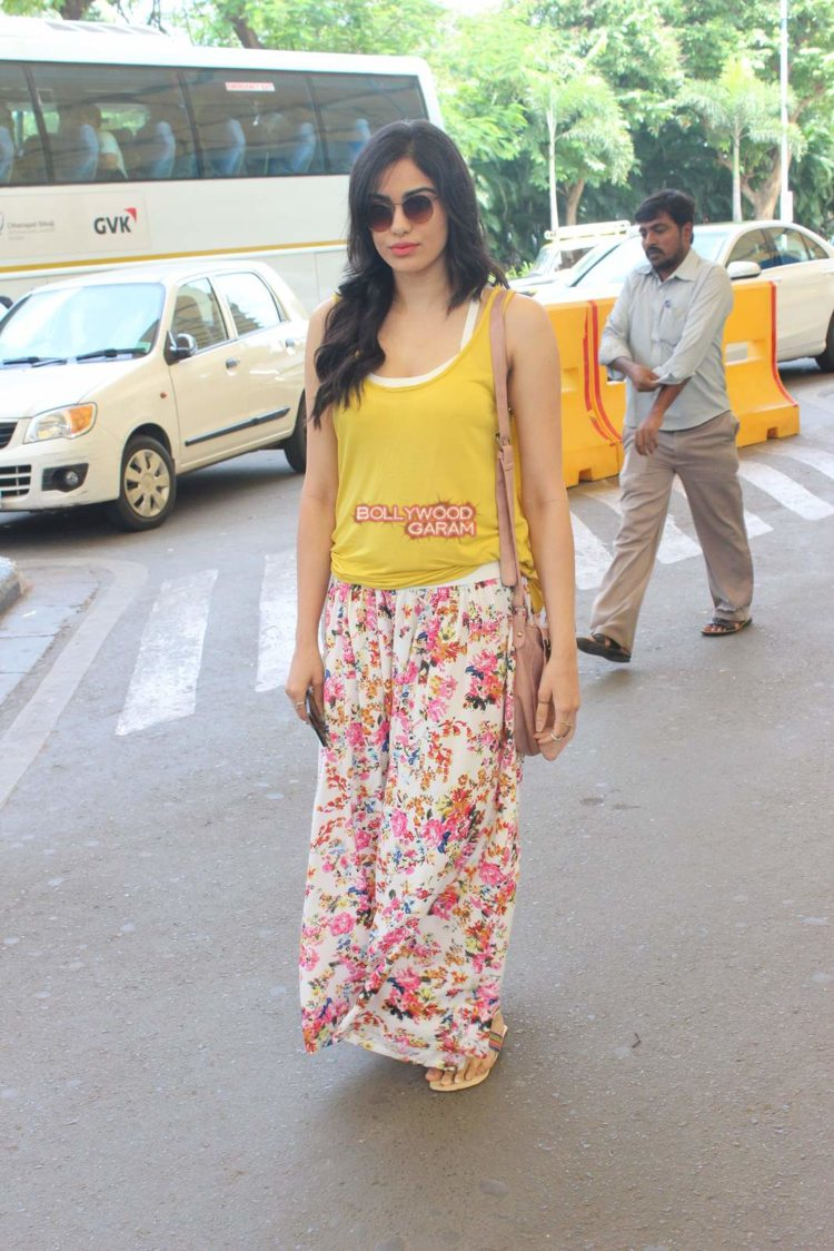 adah sharma airport2