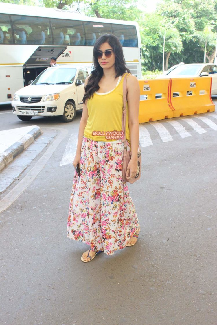 adah sharma airport5