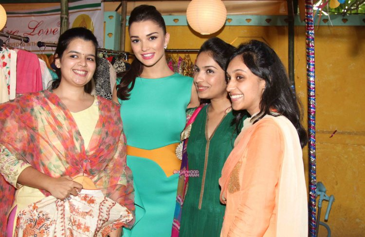 amy jackson shopping fest15