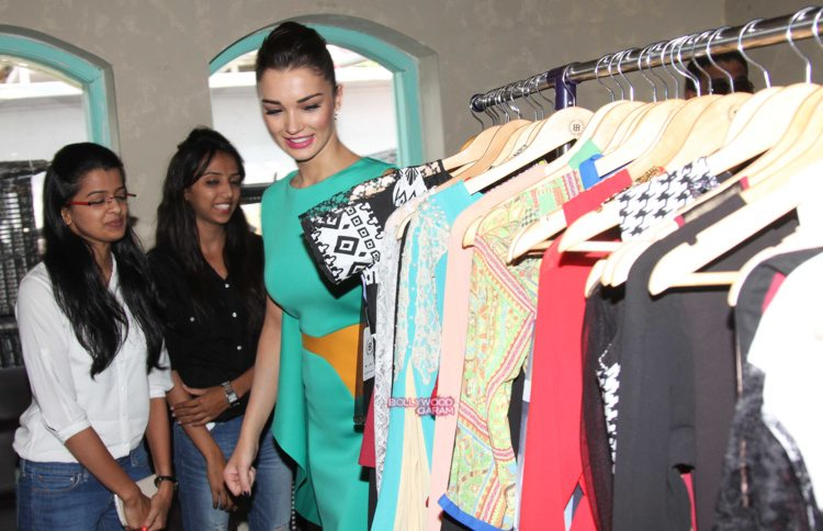 amy jackson shopping fest8