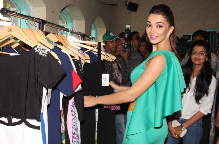 amy jackson shopping fest9