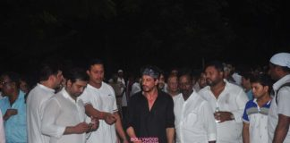 Shahrukh Khan, Dharmendra and others at Karim Morani's mother's funeral