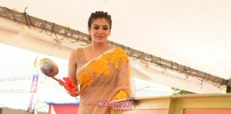 Raveena Tandon unveils huge laddoo at Andheri Cha Raja event