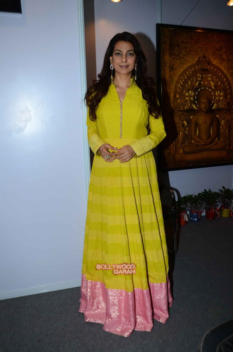 Juhi chawla art exhibition1