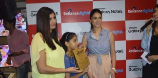 Aditi Rao Hydari launches Samsung Galaxy Note 5 at Reliance Digital – Photos
