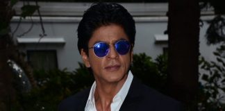 Shahrukh Khan shows off formal side at Mehboob studios