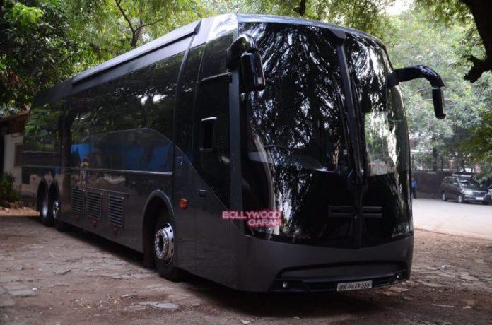 shahrukh Vanity van4