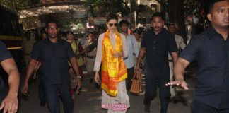 Deepika Padukone seeks blessings for Bajirao Mastani success at Siddhivinayak Temple