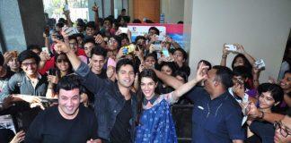 Kriti Sanon and Varun Dhawan mesmerize the audience at Mithibai College