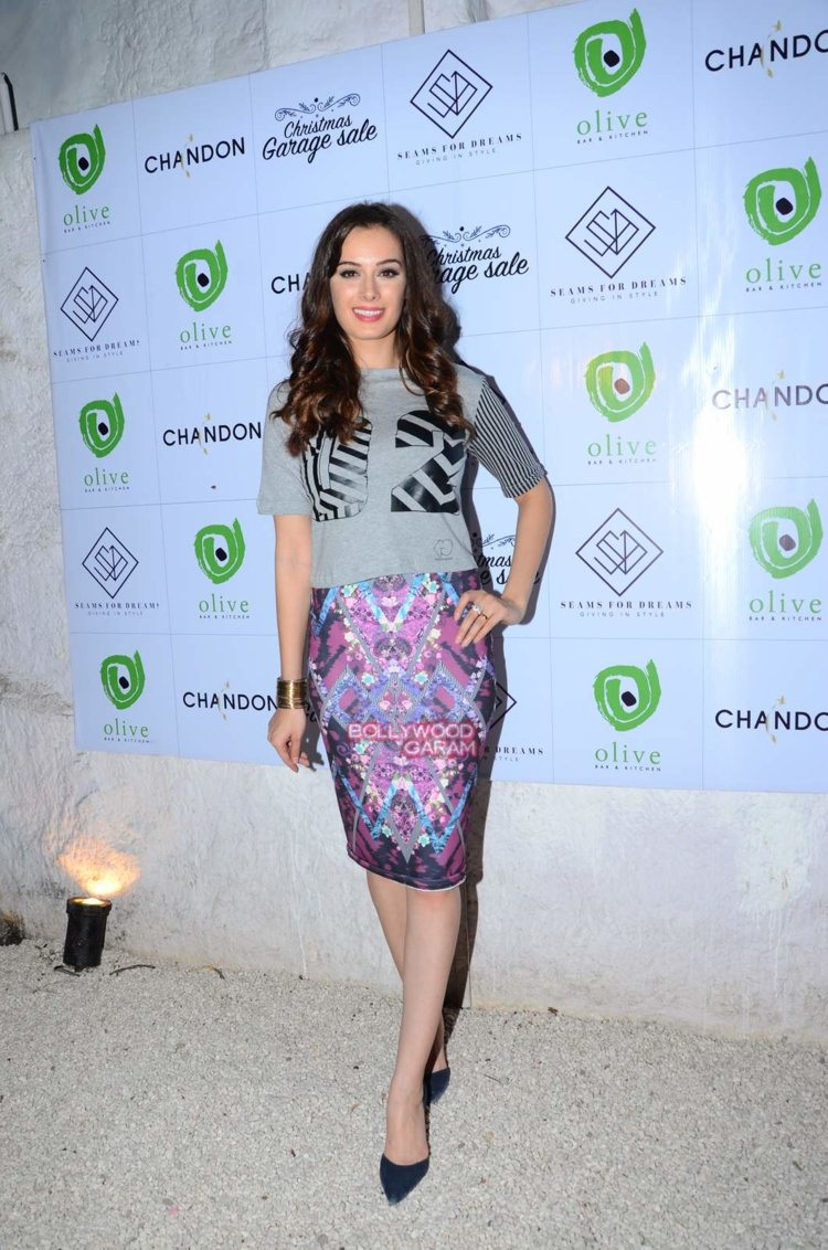 evelyn sharma garage sale1