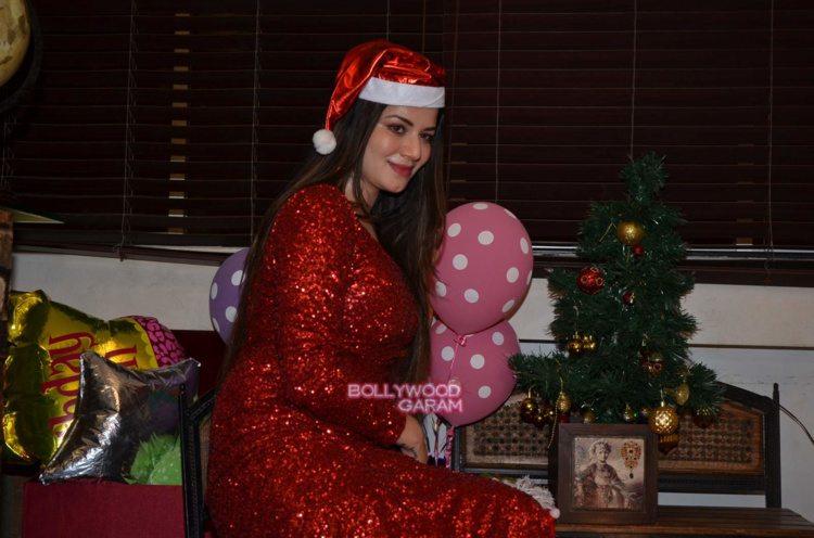 kainaat christmas8