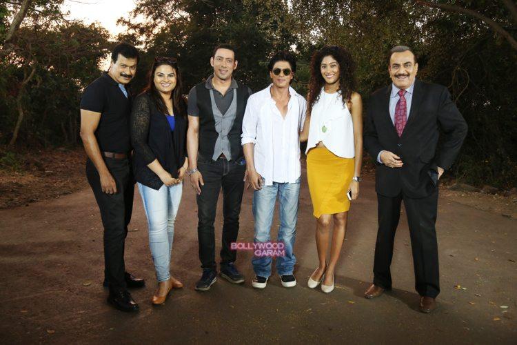 Shahrukh Khan solves a case with C I D  - Bollywood Garam