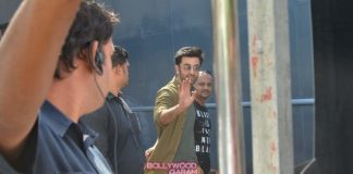 Ranbir Kapoor waves at shutterbugs at Mehboob Studios