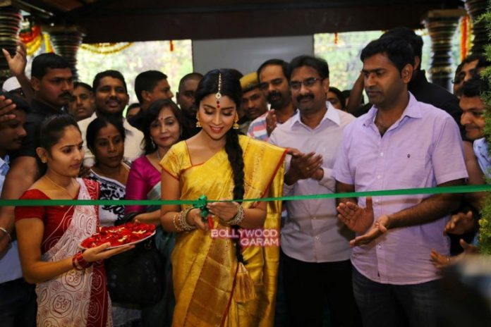Shriya sari showrom1