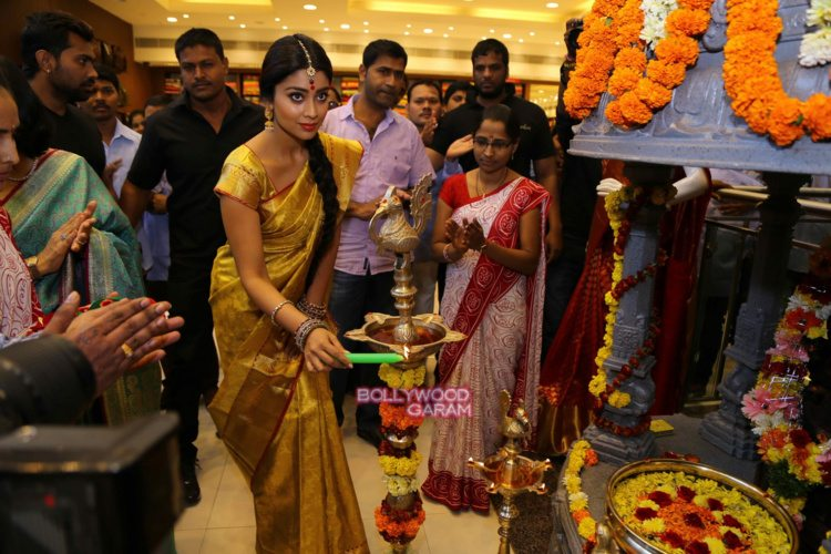 Shriya sari showrom2