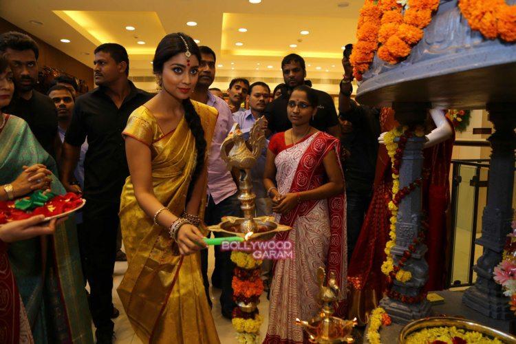 Shriya sari showrom3
