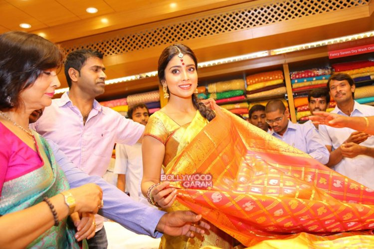 Shriya sari showrom4