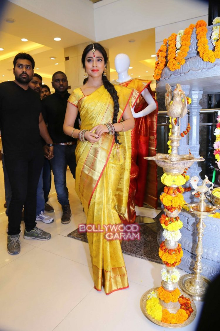 Shriya sari showrom8