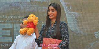 Sonam Kapoor promotes Neerja at Mumbai college – Photos