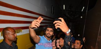 Arjun Kapoor and Kareena Kapoor interact with fans at Mehboob Studios