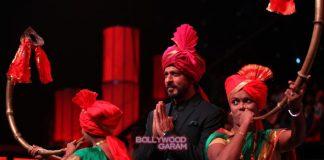 Shahrukh Khan promotes Fan on the sets of Chala Hawa Yeu Dya