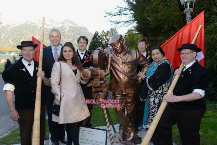 Yash chopra statue1
