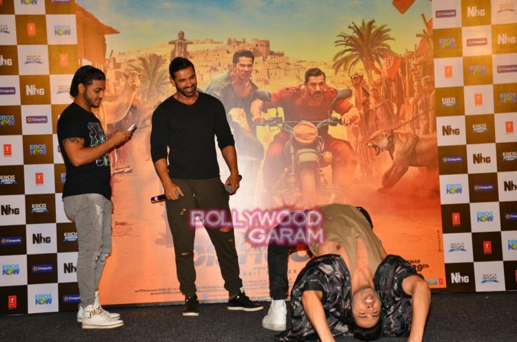 Dishoom with fans5