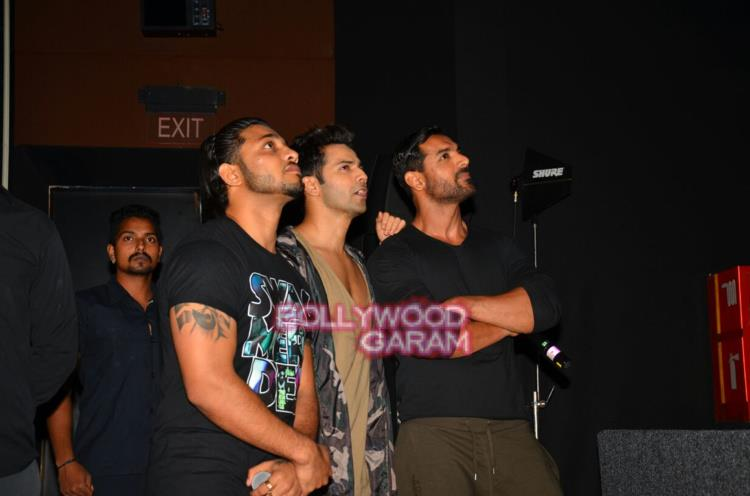 Dishoom with fans6