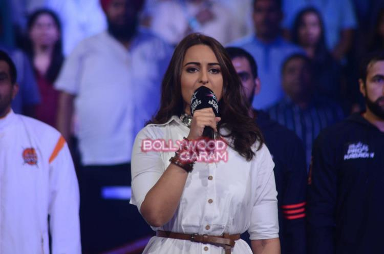 Sonakshi sinha national anthem4
