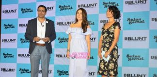 Kareena Kapoor flaunts baby bump at an event