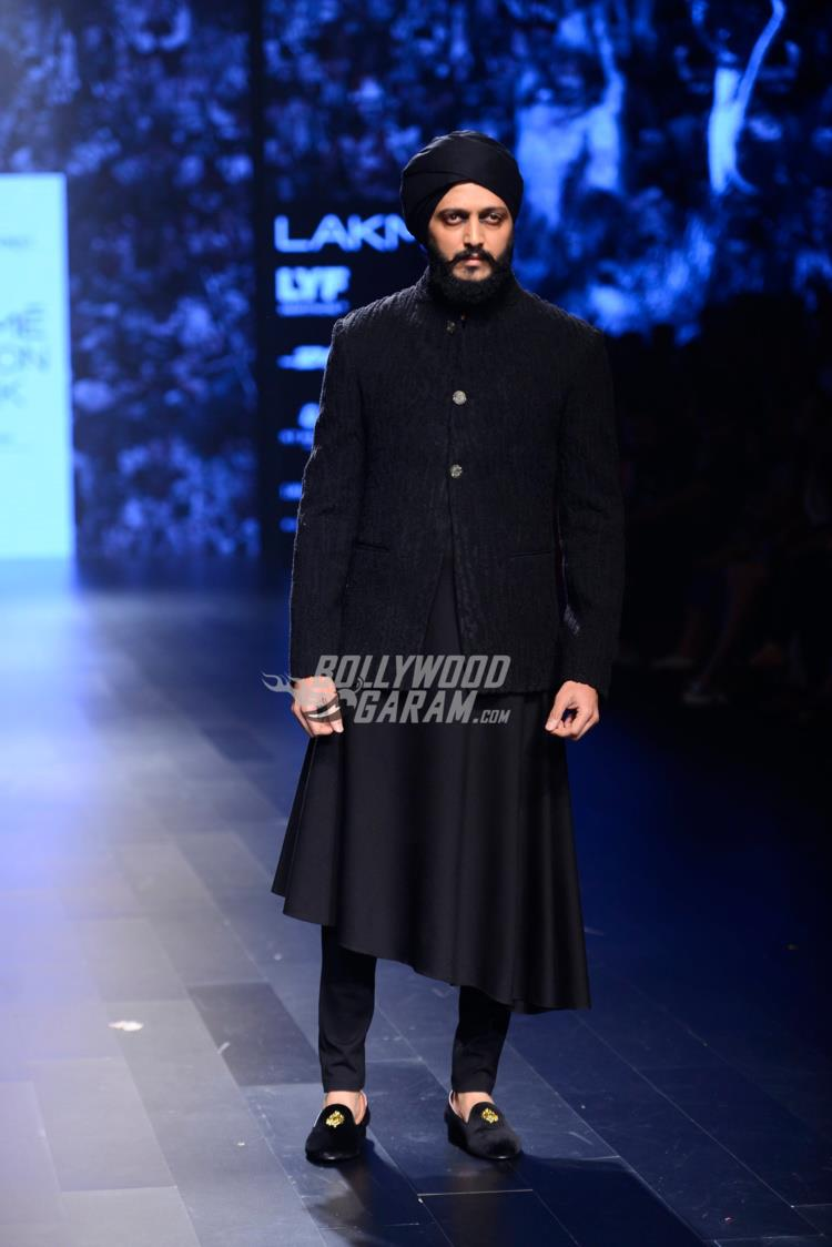 Malaika Arora, Riteish Deshmukh turn showstopper for designers Shantanu, Nikhil