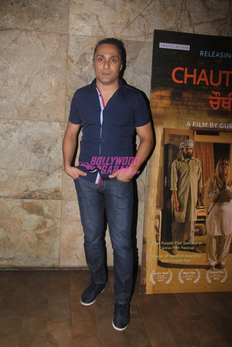 Stylish Sonam Kapoor at Punjabi movie screening - Bollywood