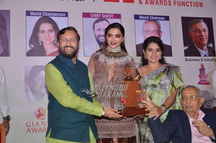 deepika-award2