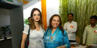 Sussanne Khan with sisters at inauguration ceremony of  Achan Trust exhibition