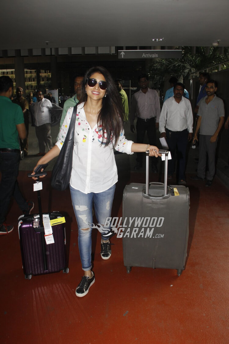 airport-fashion-shriya-saran