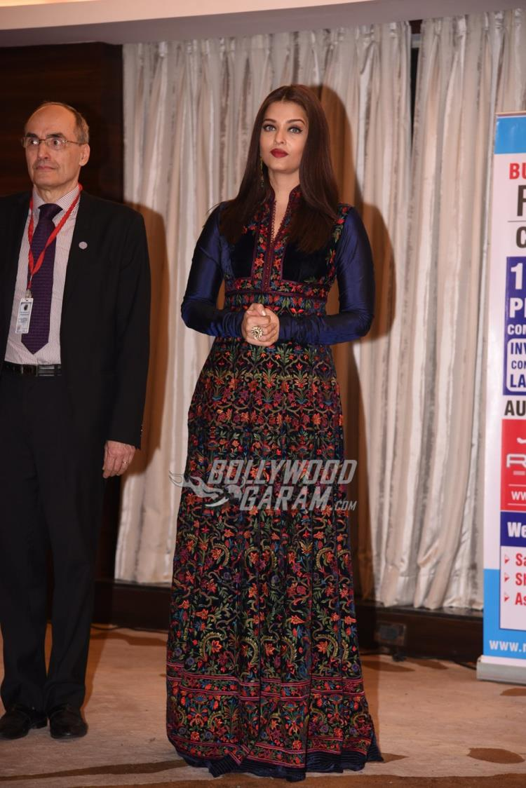 aishwarya-with-teacher2