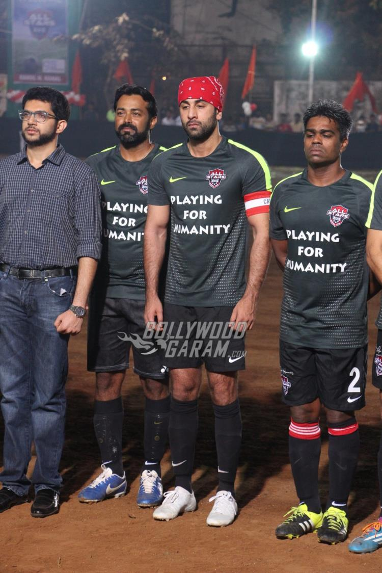 ranbir-friendly-match8